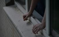 В Запорожье с балкона многоэтажки выпала молодая пара