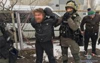 В Киеве задержали наркоторговцев с оружием (видео)
