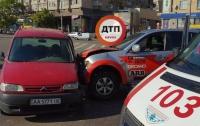 В Киеве произошло серьезное ДТП, есть пострадавший