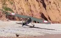 Самолет Первой мировой войны аварийно сел на пляж в Британии