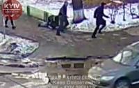 В Киеве неизвестные совершили разбойное нападение на женщину (видео)