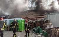 В Киеве масштабный пожар: Горит склад