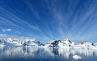 Во льдах Антарктиды появилась гигантская дыра