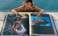 Рианна порадовала фанатов книгой с собственными фото