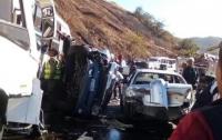 В Венесуэле в результате жуткого ДТП столкнулись 13 автомобилей