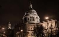 Из-под купола собора Святого Павла в Лондоне упала и разбилась туристка