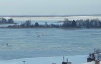 Спасатели Киевщины достали из воды двух обмороженных подростков (видео)