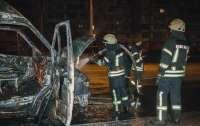 Месть конкурентов: в Киеве сожгли автомобиль