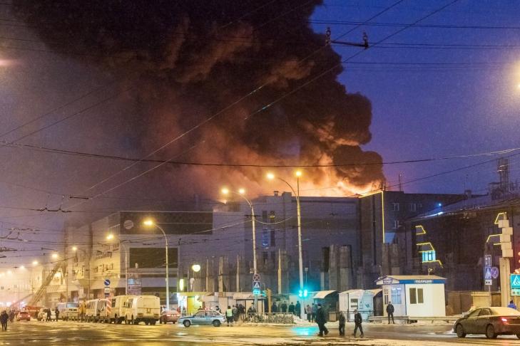 Руководство Российской Федерации выплатит компенсации семьям погибших при пожаре вКемерове