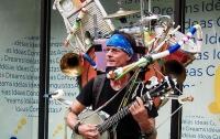 В Лондоне уличным музыкантам выдали терминалы для банковских карт