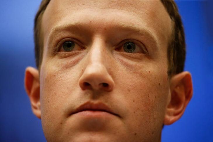Марк Цукерберг обязал топ-менеджеров социальная сеть Facebook пользоваться только телефонами с андроид