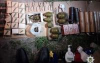 Полиция Днепра в припаркованном автомобиле нашла взрывоопасный груз