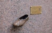 Бронзовая туфелька поможет достичь невероятных высот, тем, кто ее потрет
