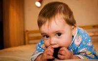 Семимесячные младенцы учитывают мнения других людей