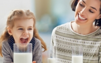 Ученые рассказали, кому обязательно нужно пить молоко