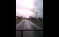 Житель Новой Зеландии проехал сквозь торнадо на грузовике (видео)