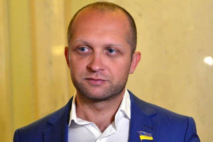 Удалился: на«янтарного» народного депутата несмогли одеть электронный браслет