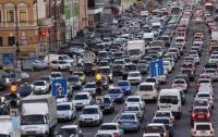 В Киеве начали применять моющие средства для мытья дорог