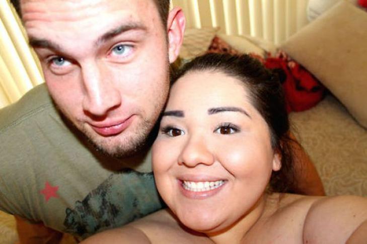 Женщин чулках толстая девушка и качок камеру хорошими попками