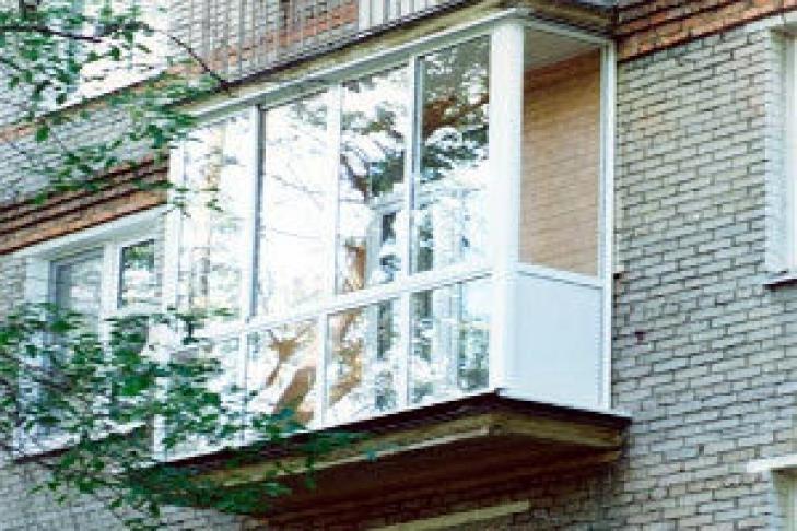 Годовалый мальчик выпал с балкона.