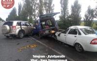 Тройное ДТП под Киевом: погибла женщина, еще два человека пострадали