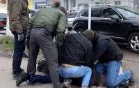 Правоохранители задержали на крупной взятке одного из прокуроров Ровенщины