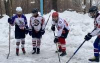 Хоккеисты в Донецке играют без коньков и в украинской форме (фото)