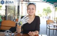 Украинская студентка создала перчатку, которая озвучивает язык жестов