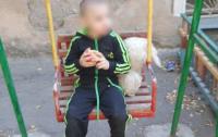 Избивали родители: в Одессе из дома сбежал 3-летний малыш