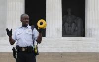 Гражданин Киргизии нацарапал свое имя на мемориале Линкольну в Вашингтоне