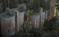 Как архитектор превратил старый цементный завод на современный дом-студию