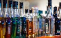 В Запорожье партию элитного алкоголя вылили в канализацию (видео)
