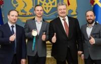 Порошенко наградил олимпийского чемпиона Абраменко орденом