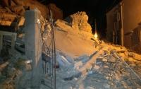 После землетрясения в Италии из-под обломков достали троих детей