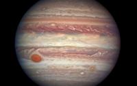 Ученые объяснили цвет Большого красного пятна на Юпитере