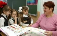 В Украине учителей-пенсионеров хотят перевести на контракт