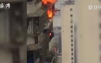 Китаец спасался от пожара за окном 27-го этажа (видео)