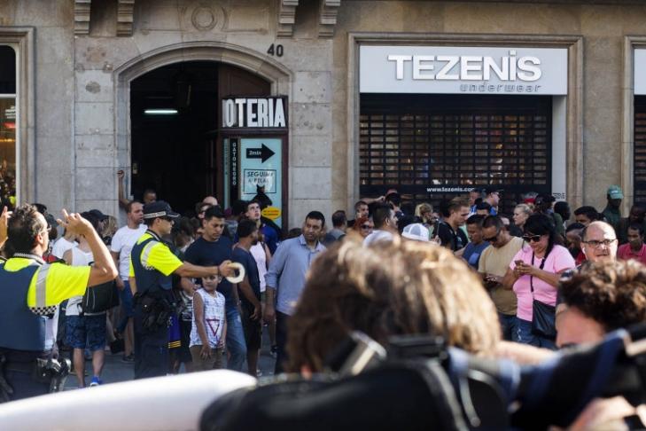 Боевики ИГ* взяли насебя ответственность затеракт вцентре Барселоны