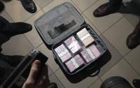 На Киевщине госслужащие задержаны на миллионной взятке