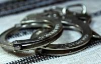 Полицейские купили наркотики у торговца и задержали его