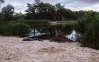 В Киеве в парке Партизанской славы из озера достали тело парня