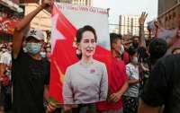 В Мьянме будут судить лидера Су Чжи