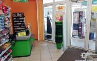 В супермаркет Харькова покупатель напал на кассира