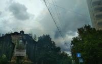 У столичного кинотеатра пожар: дымом заволокло целый квартал