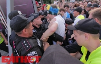 Как не надо психовать на входе в фан-зону ЕВРО-2012 (ФОТО)