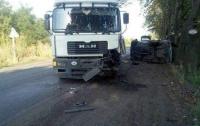 Автомобиль врезался в грузовик на Донетчине: есть жертвы