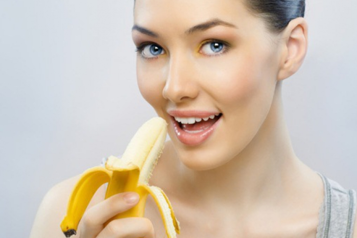 Девушка с бананом фото 336-705