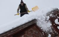 Перебои с транспортом и закрытые школы на Балканах из-за снега