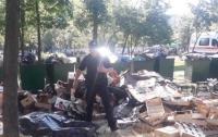 Киевские коммунальщики нашли под кучей мусора тело мужчины