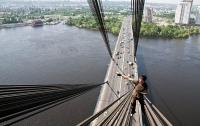 На двух мостах Киева ограничат движение